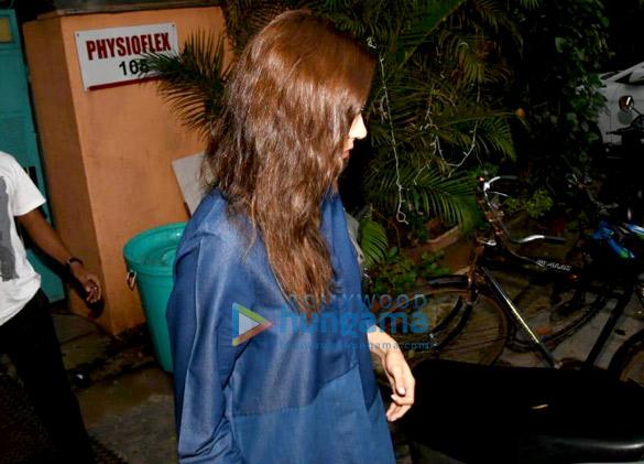Anushka Sharma snapped at Physi O Flex in Versova (1)