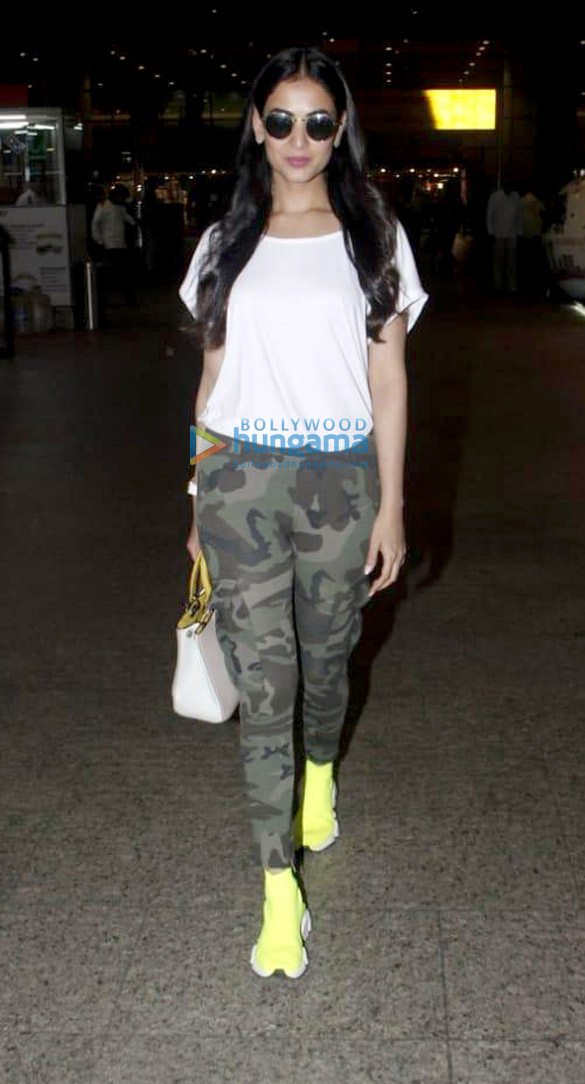 Arjun Kapoor, Alia Bhatt and others snapped at the airport (001)
