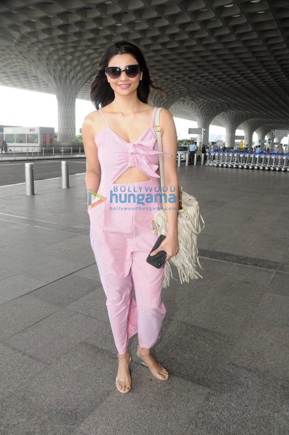 Daisy Shah and Parineeti Chopra snapped at the airport (5)
