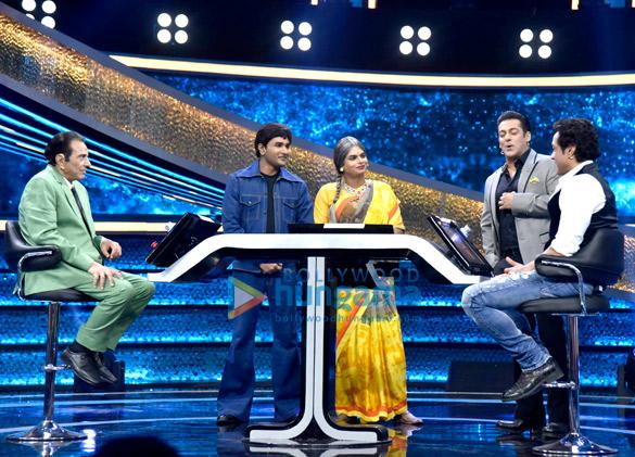 Dharmendra and Bobby Deol promote Yamla Pagla Deewana Phir Se on Salman Khan's Dus Ka Dum (1)