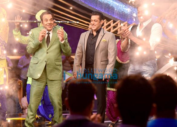 Dharmendra and Bobby Deol promote Yamla Pagla Deewana Phir Se on Salman Khan's Dus Ka Dum (3)