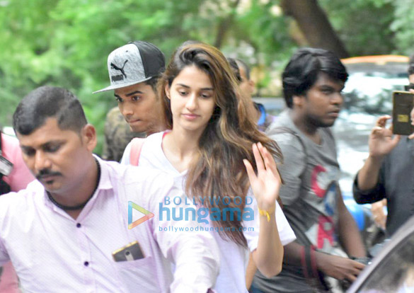 Disha Patani snapped after dance class in Bandra (5)