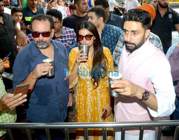 Manmarziyaan star Abhishek Bachchan seeks blessing at the Golden Temple (6)
