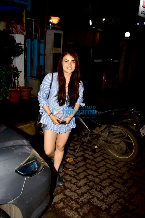 Radhika Madan snapped after a salon session in Bandra (3)