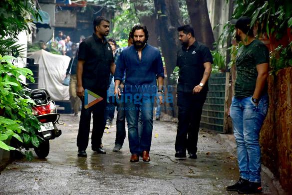 Saif Ali Khan snapped in Bandra (4)