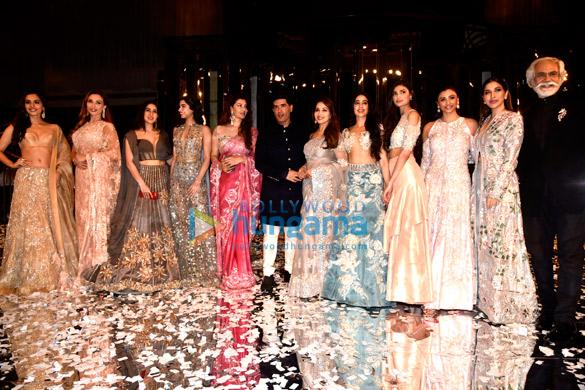 Salman Khan and Katrina Kaif walks the ramp for Manish Malhotra's fashion show (1)
