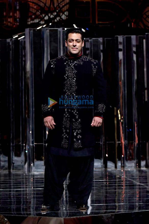 Salman Khan and Katrina Kaif walks the ramp for Manish Malhotra's fashion show (4)