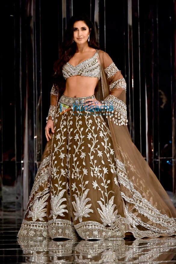 Salman Khan and Katrina Kaif walks the ramp for Manish Malhotra's fashion show (5)