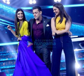 Salman Khan snapped on sets of Dus Ka Dum