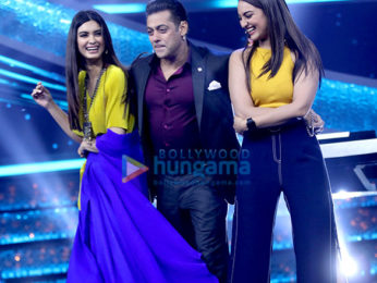 Salman Khan snapped on sets of Dus Ka Dum