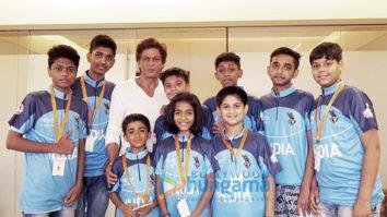 Shah Rukh Khan meets survivors of childhood cancer