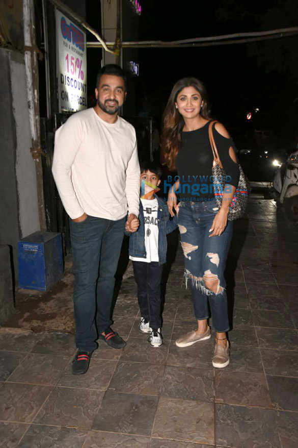 Shilpa Shetty snapped with her family in Juhu (2)