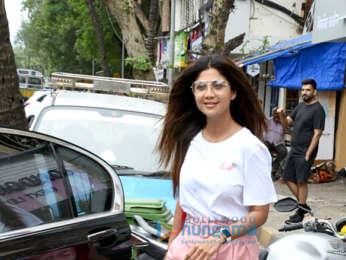 Shilpa Shetty spotted at Juhu