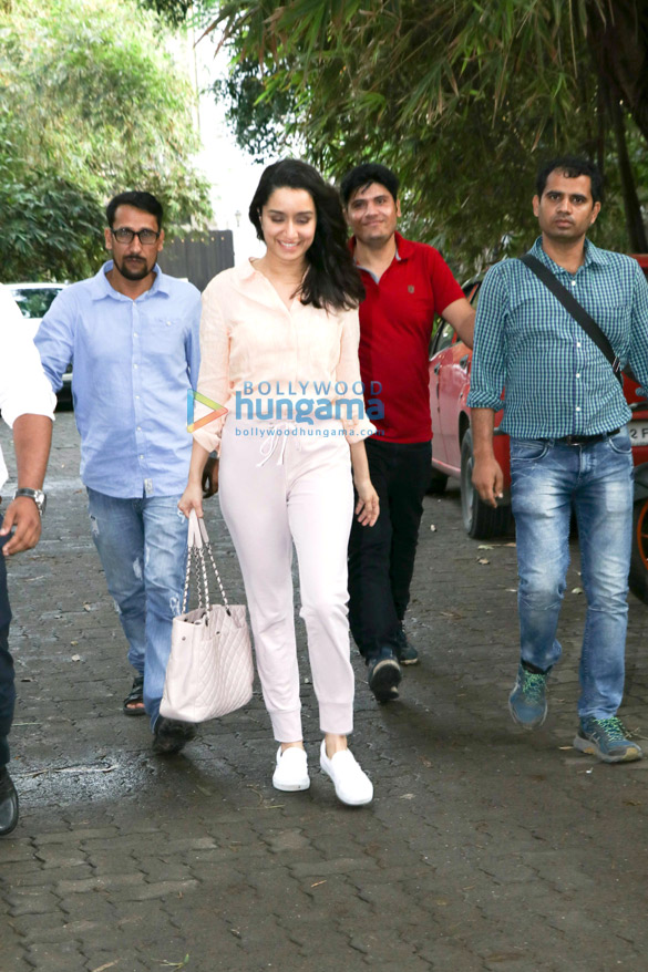 Shraddha Kapoor spotted at Sunny Super Sound in Juhu (1)