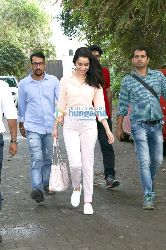 Shraddha Kapoor spotted at Sunny Super Sound in Juhu (6)