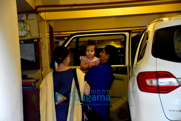 Soha Ali Khan's daughter Innaya spotted Saif Ali Khan's house in Bandra (2)