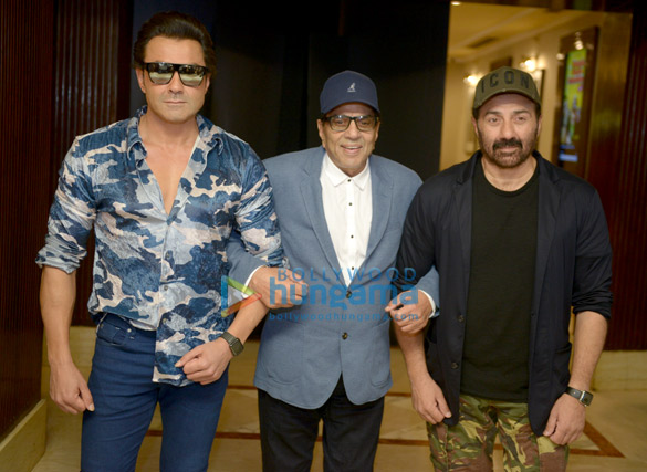 Sunny Deol and the rest of the cast of Yamla Pagla Deewana Phir Se promote their film in Delhi (5)