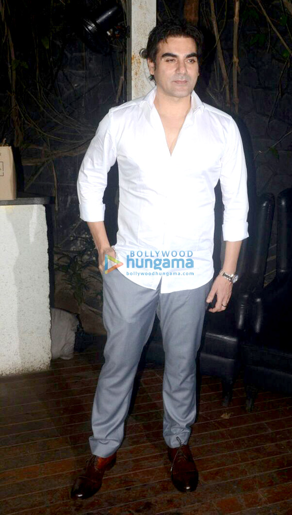 Sunny Leone, Shakti Kapoor, Prateik Babbar and others snapped at B Bar in Juhu (2)