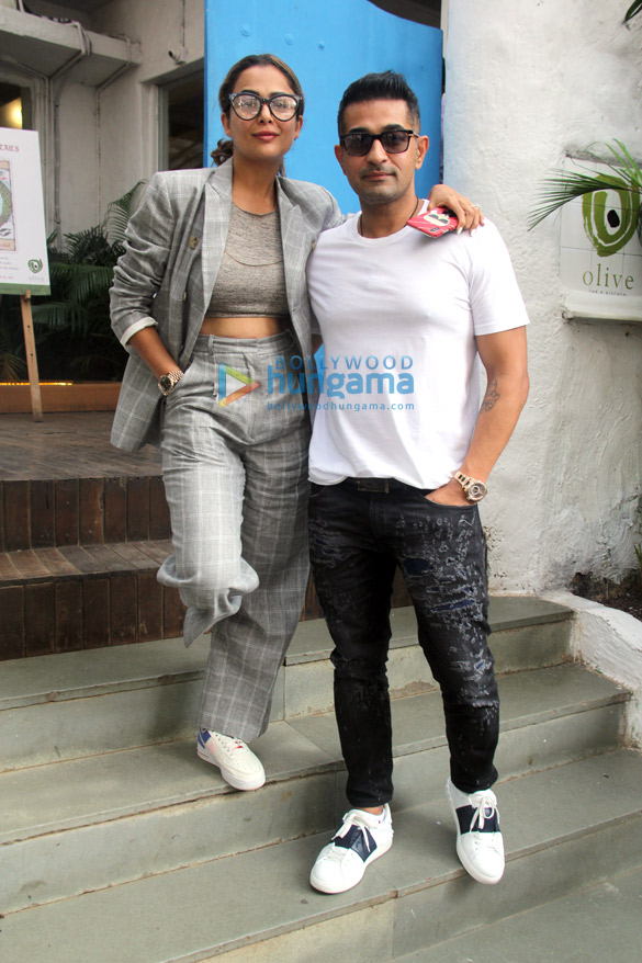 Arbaaz Khan and Amrita Arora snapped at Olive in Bandra (6)