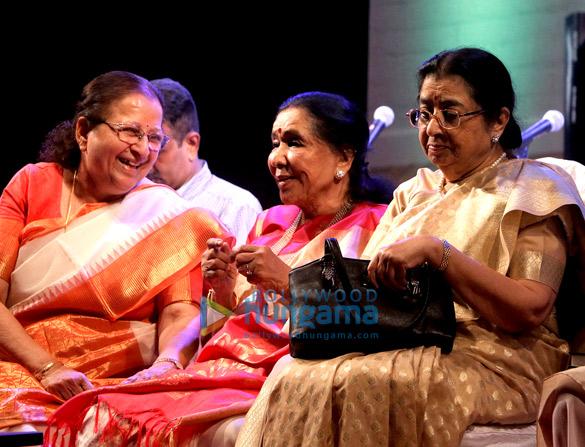 Asha Bhosle, Hridaynath Mangeshkar, Usha Mangeshkar (5)