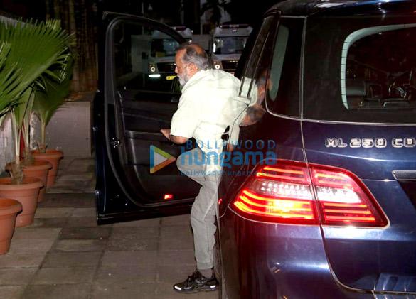 Pankaj Kapoor arrives at the hospital to see his grandson (1)