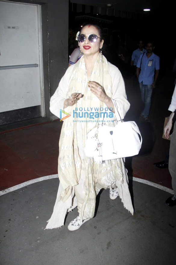 Sanjay Kapoor, Mouni Roy and others snapped at the airport5