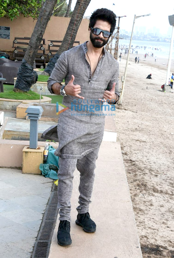 Shahid Kapoor snapped in Juhu during 'Batti Gul Meter Chalu' promotions