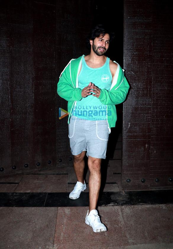 Varun Dhawan snapped at the gym (1)