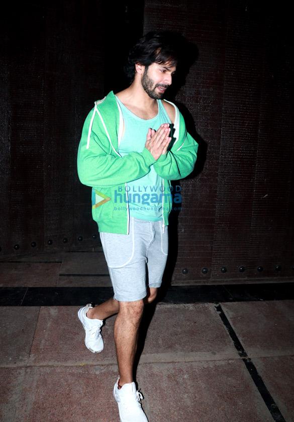 Varun Dhawan snapped at the gym (4)