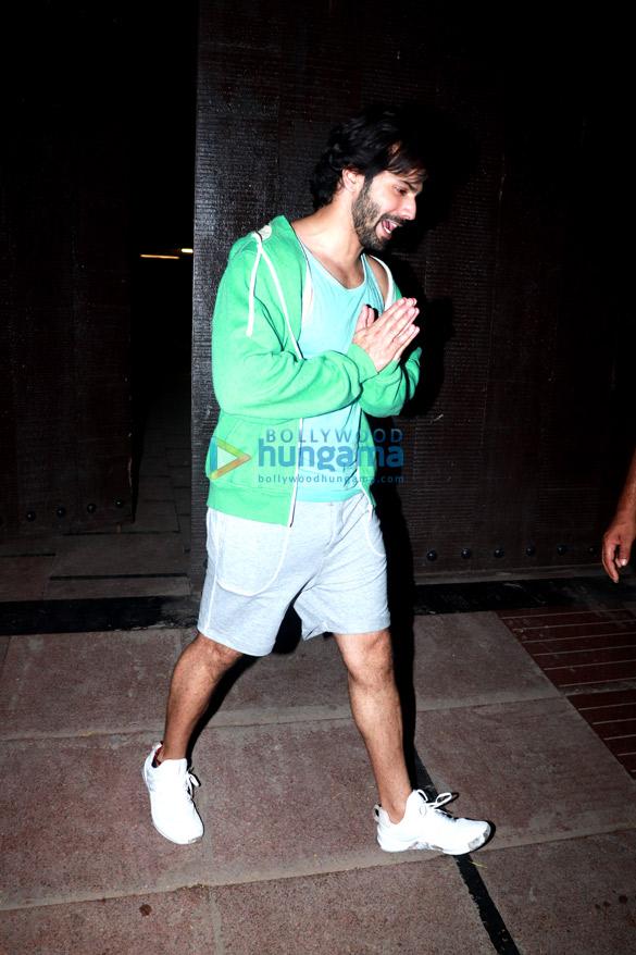 Varun Dhawan snapped at the gym (5)