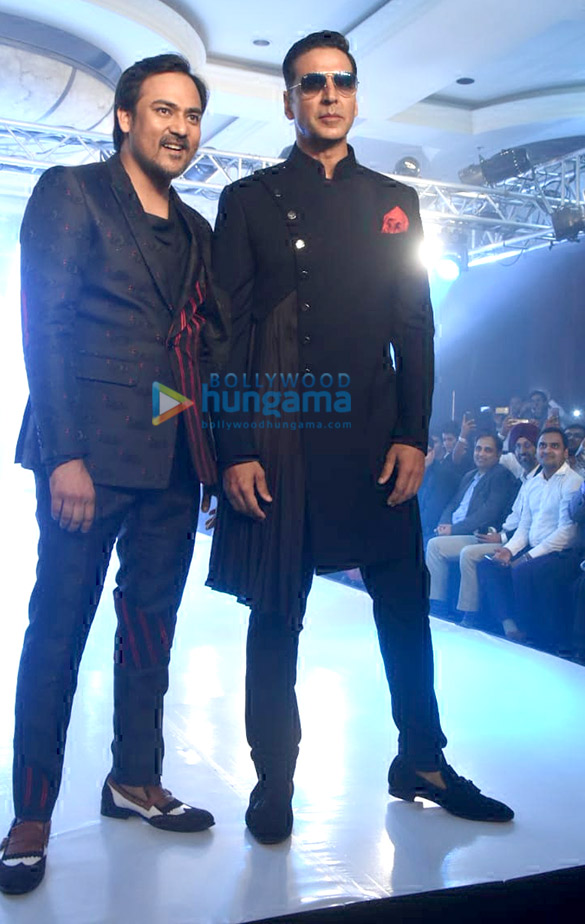 Akshay Kumar turns showstopper for Lalit Dalmia
