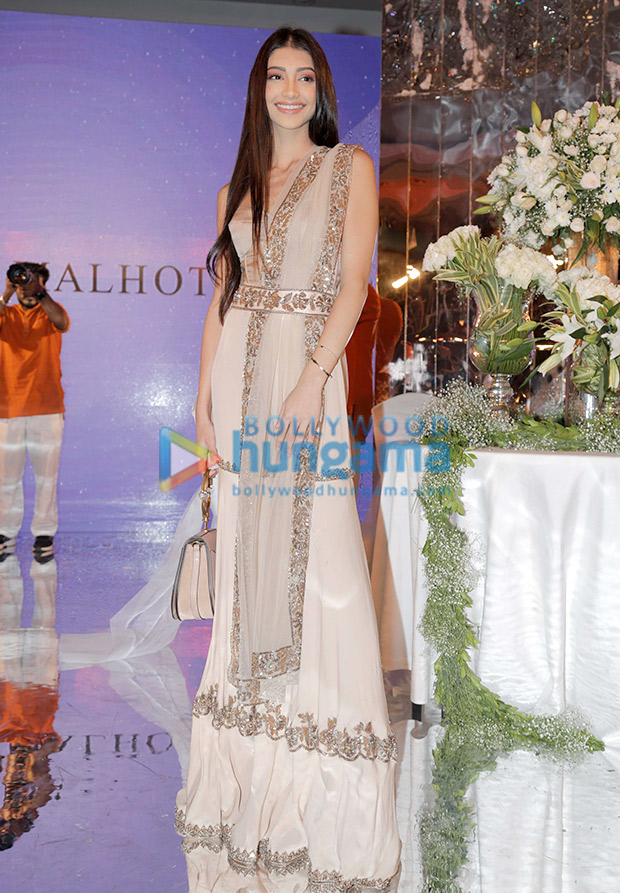 Alanna Panday in Manish Malhotra for the Festive Junction Show (2)