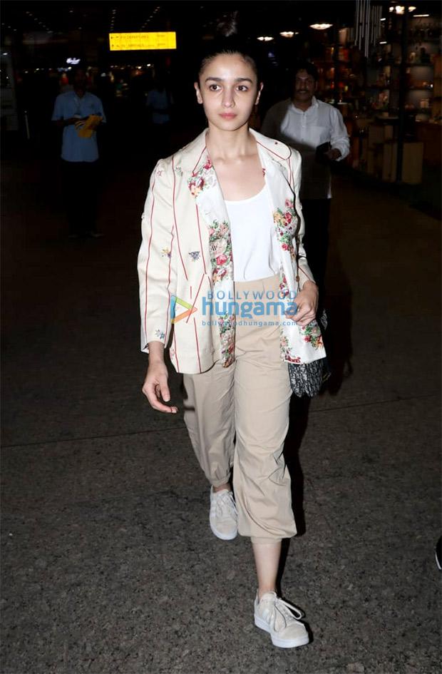 Alia in Pero at the airport (1)