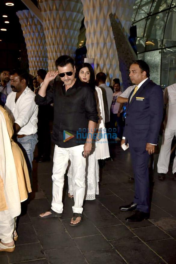Celebs attend the prayer meet of late Krishna Raj Kapoor at Sahara Star hotel-01 (2)