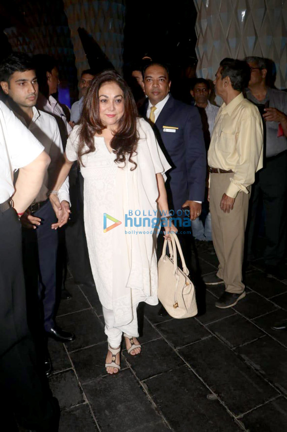 Celebs attend the prayer meet of late Krishna Raj Kapoor at Sahara Star hotel-01 (7)