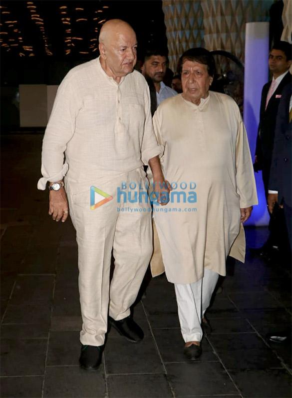Celebs attend the prayer meet of late Krishna Raj Kapoor at Sahara Star hotel (5)