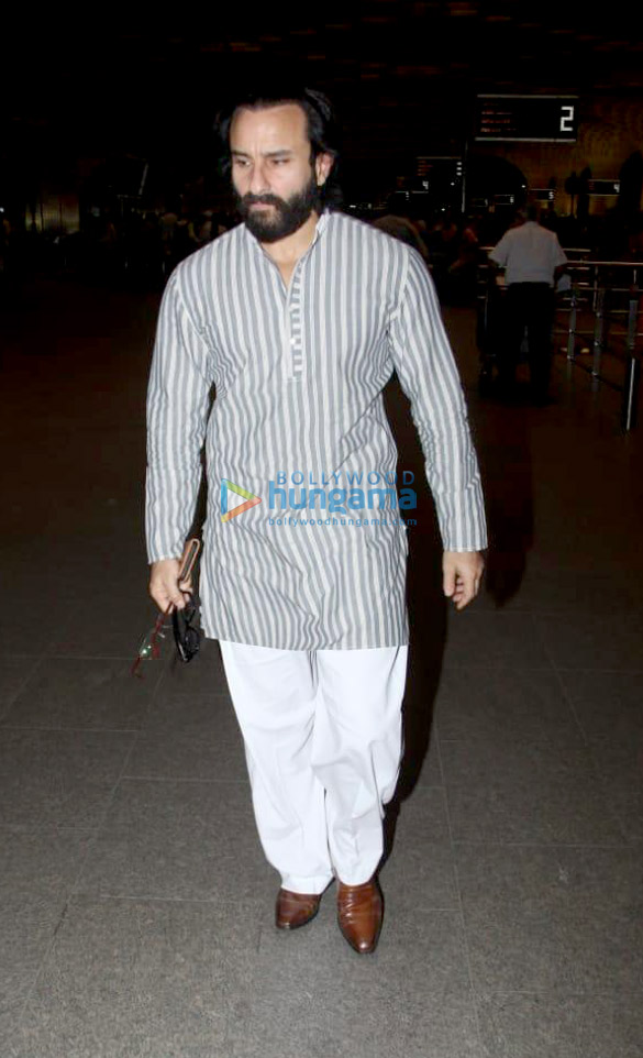 Deepika Padukone, Ranbir Kapoor, Sunny Leone and others snapped at the airport (081)