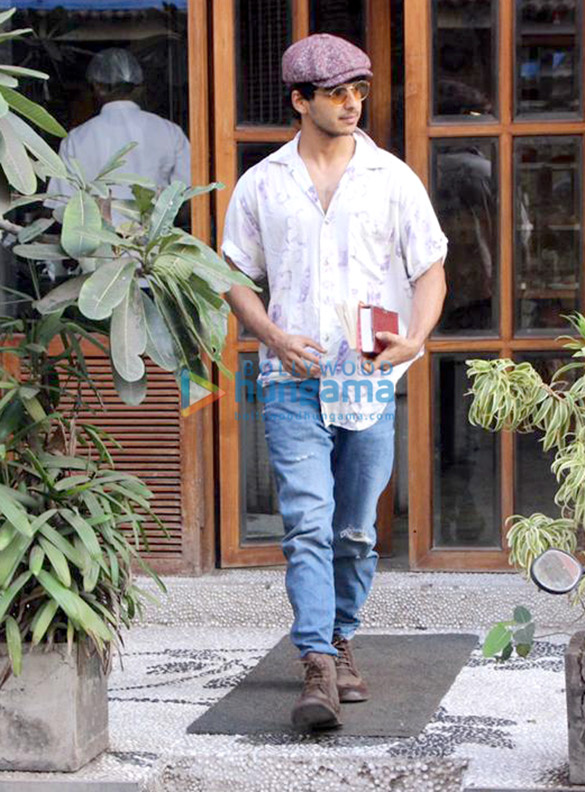 Ishaan Khatter spotted at a cafe in Bandra (2)