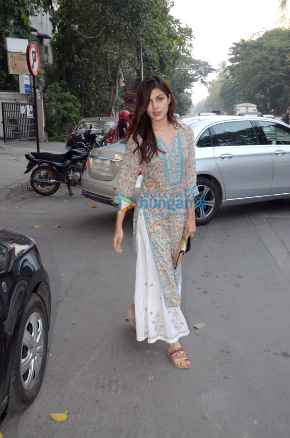 Rhea Chakraborty and Mahesh Bhatt snapped in Mumbai (3)