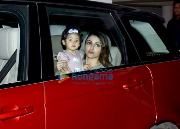 Soha Ali Khan and Inaaya Naumi Kemmu snapped Karan Johar's house (4)