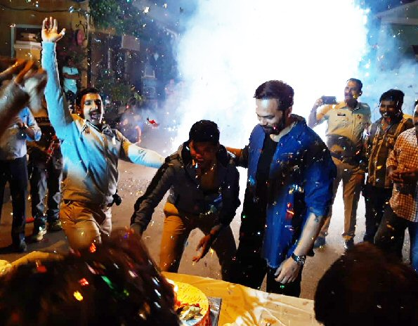 WATCH: Ranveer Singh dances and enjoys during Simmba co-actor Siddharth Jadhav's birthday celebration with Rohit Shetty