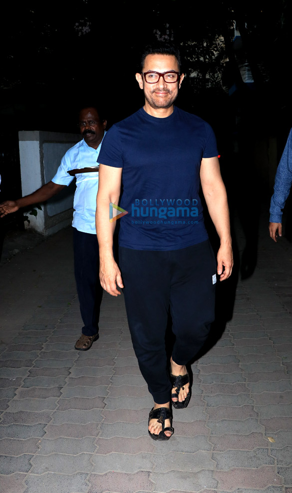 Aamir Khan spotted in Juhu (3)