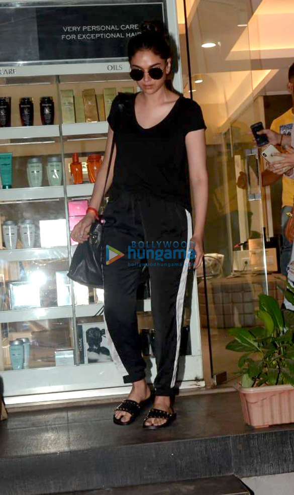 Aditi Rao Hydari spotted at a salon in Khar (6)