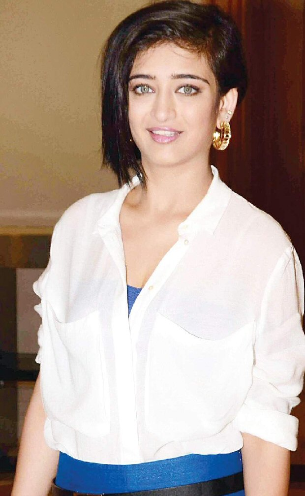 Akshara Haasan's private pictures get LEAKED on social media