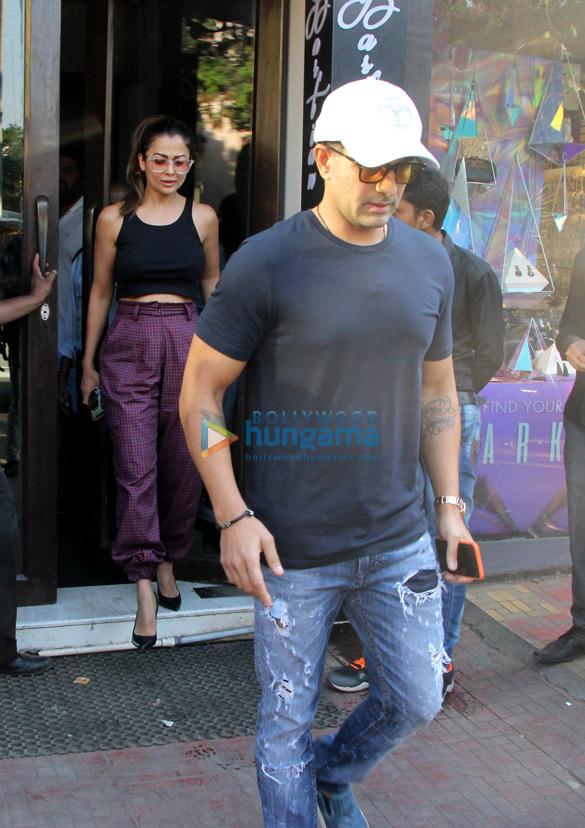 Amrita Arora snapped with husband at Bastian (1)