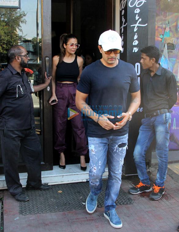 Amrita Arora snapped with husband at Bastian (2)