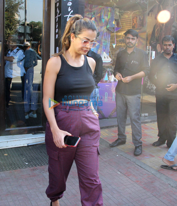 Amrita Arora snapped with husband at Bastian (6)