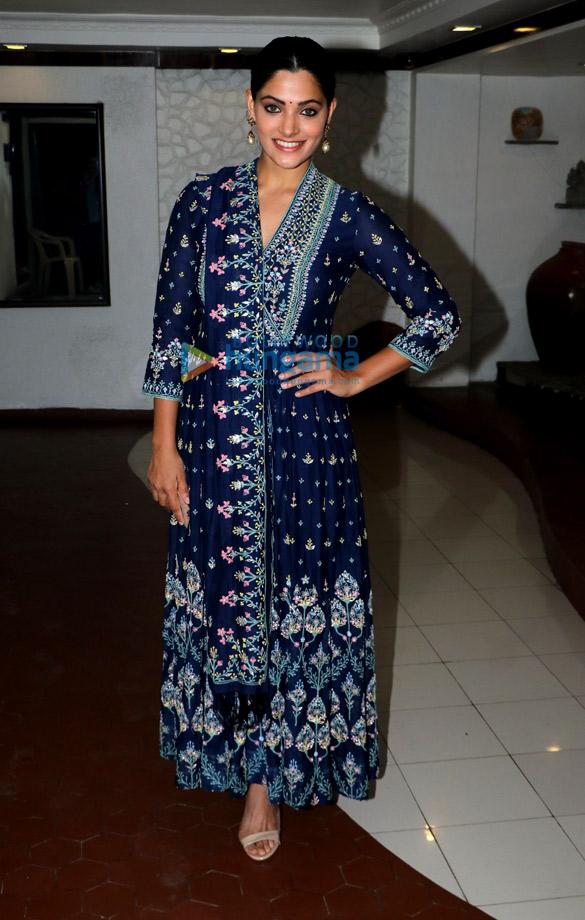 Celebs attend Shabana Azmi's Diwali bash (3)