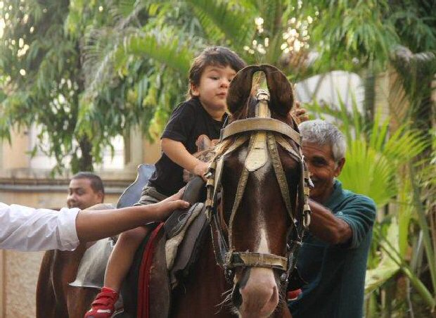 Jr. Nawab Taimur Ali Khan rides a pony displaying peak royal traits, gives us a CUTE ATTACK (see pics)