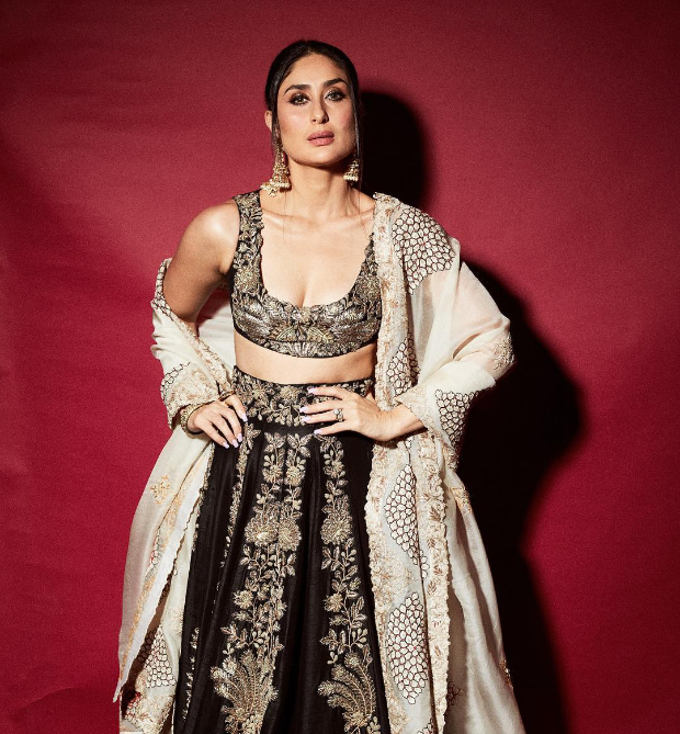 Kareena Kapoor Khan in Anamika Khanna for Diwali 2018 bash (3)